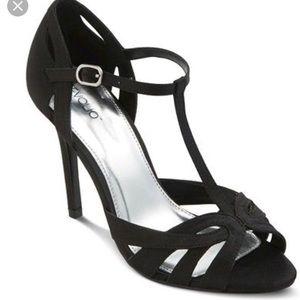 NWT Tevolio Black strappy heels